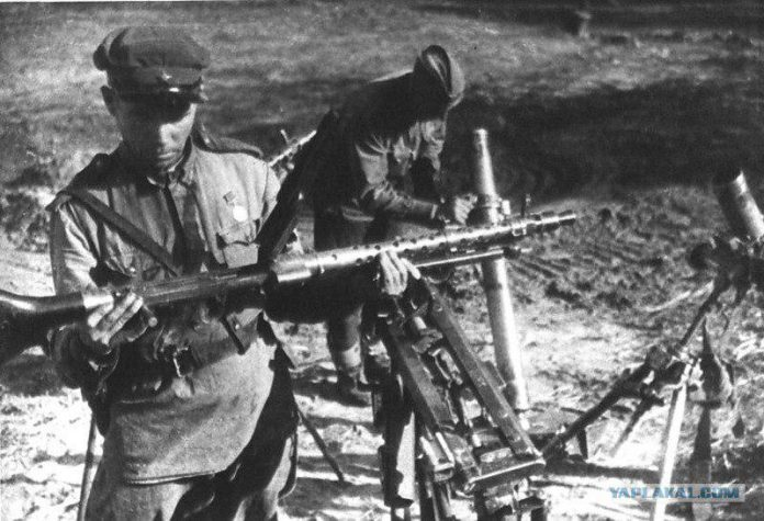 Some captured German weapons, the most prized of the red army