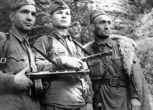 What are the techniques of unarmed combat used by the partisans in the great Patriotic