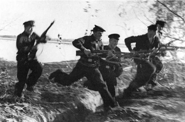 What weapons fought the Marines in melee in the great Patriotic war