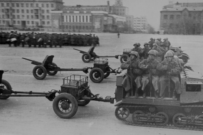 Why did Stalin November 7, 1941 parade held parallel in Kuibyshev
