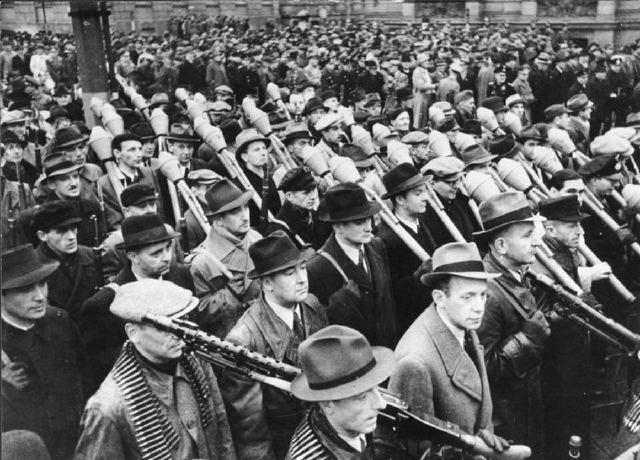 Volkssturm: how to fight an army of old people with Hitler against the USSR