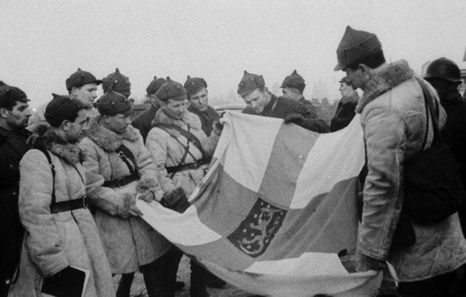 What countries were helping the Finns in the war against the Soviet Union