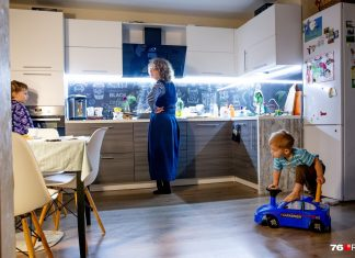 While all the houses and no one makes me mad: how to overcome self-isolation with your child