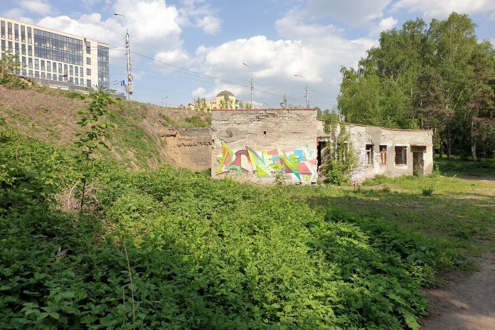 Abandoned land with the ruins of toilet at St. Michael's waterfront sell for 22 million — which authorities say