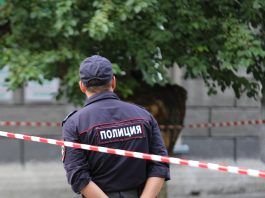 Barricaded the door and cut the phone: on the night of may 9 in Novosibirsk robbed pensioner