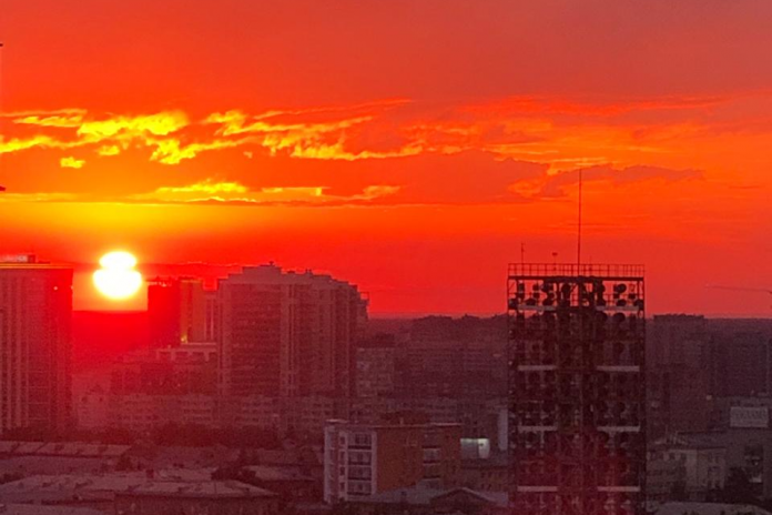 Colorful sky: citizens share photos of the fabulous sunset over Novosibirsk