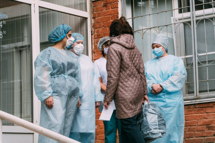 Fake addresses of the infected Novosibirsk and payments to doctors and social workers: a chronicle for may 22
