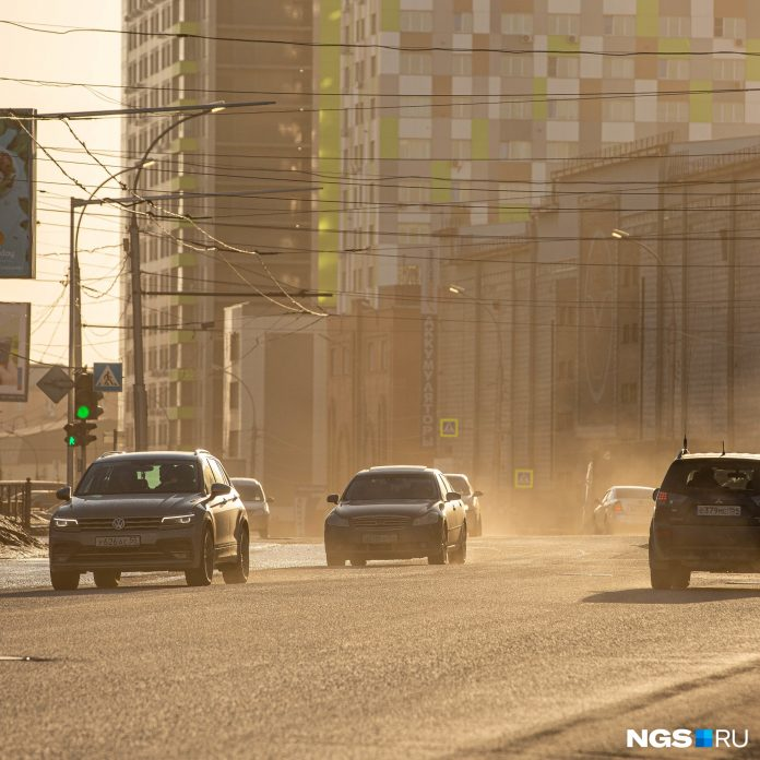 While there was no rain. 7 displayed in dusty frames of what was happening by the day on roads of Novosibirsk