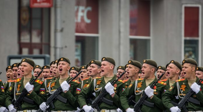 Block the street and put the podium: how many people will be able to watch the parade on Lenin square