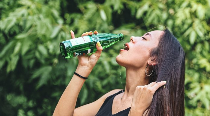 """""""Drink gallons of it — not useful"""": understand the mineral water together with nutritionists"""