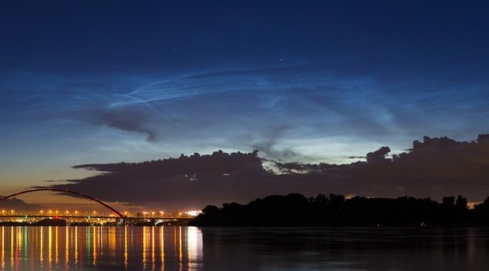 In the sky over the Novosibirsk there was a silver cloud, and at night they look very nice