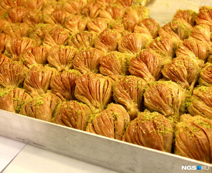 Lenin opened the first in Novosibirsk Turkish pastry with baklava
