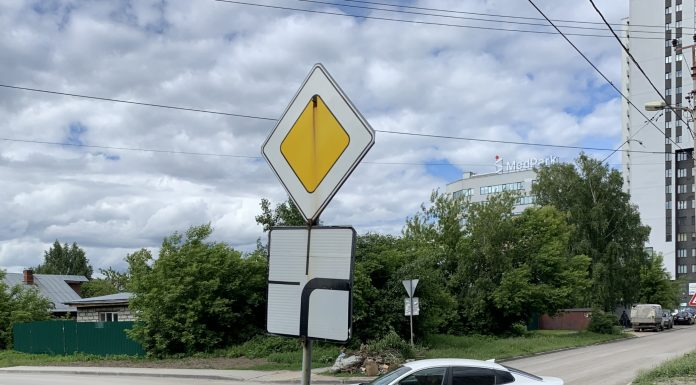 New place in Novosibirsk where the main road ends abruptly — drivers at risk