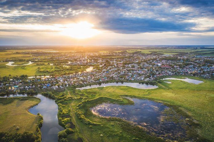 Photographer from Novosibirsk was removed from the bird's eye view of the village on the river Karasuk — shots are breathtaking