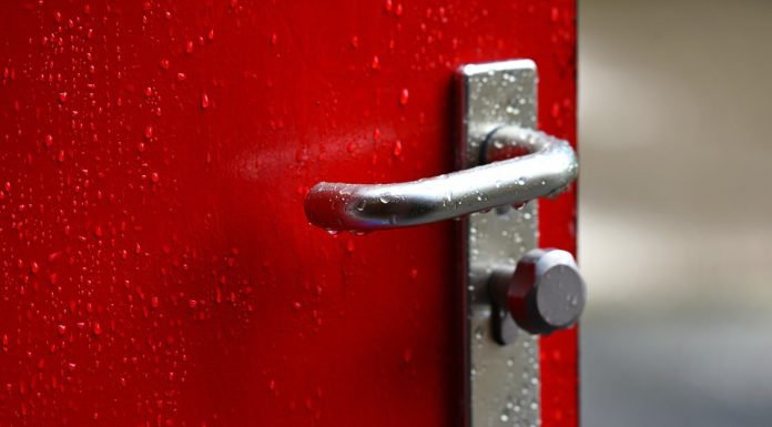 Remained at the landing: talk about the trouble that will bring an ordinary door