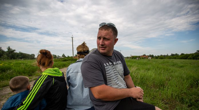 Russian stove, and dairy: the young family left the city and went to cook cheese in the village, they queues