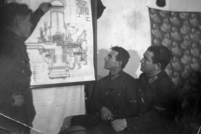 Under fire, directed the attack on the German tanks: the story of a pilot who does not have any awards