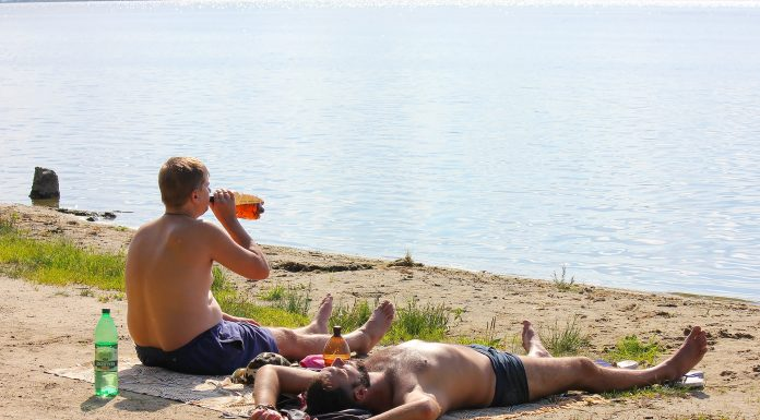 As beer is associated with syncope and whether it is possible to poison the water? Understand that drinking in the heat