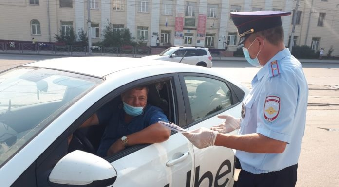 In Novosibirsk are rounding up taxi drivers: they are driven with flashing lights