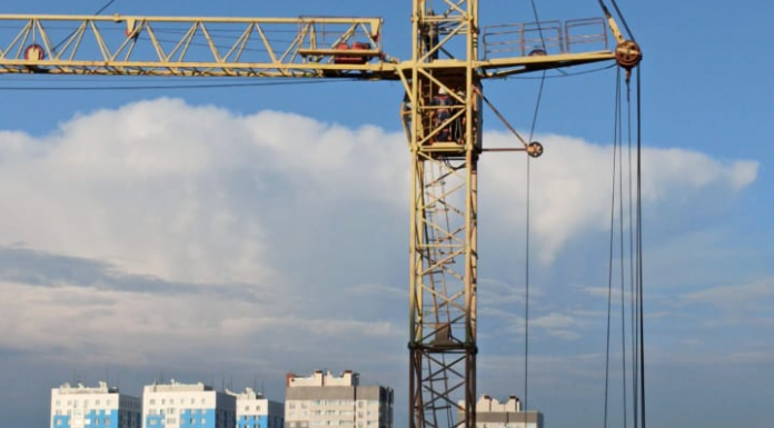 Novosibirsk authorities commented on the incident with rebellious workers in the construction crane