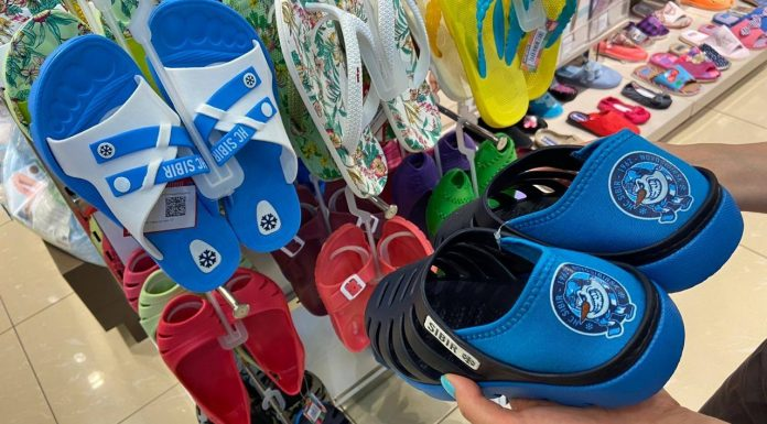 """Novosibirsk Shoe company is beginning to sell """"hockey"""" sneakers"""