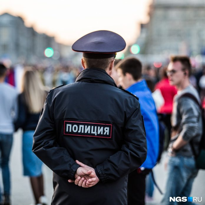 The policeman hit the Novosibirsk leg in the knee — now he faces up to 10 years in prison