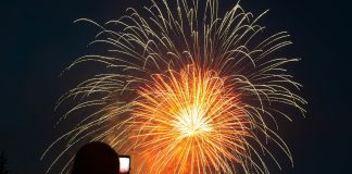 Voted, promoted and organized a celebration: 15 frames a gorgeous fireworks in Novosibirsk