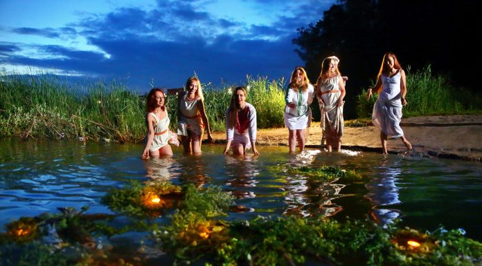 """""""Wreaths and jumping over the fire"""": a photographer from Novosibirsk staged a mystical photo shoot in honor of the day of Ivan Kupala"""
