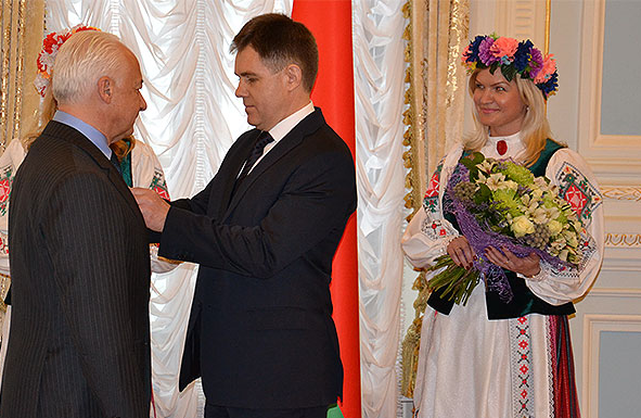 """""""I am ashamed to wear it"""": conductor Spivakov refused the order, which he was awarded Lukashenko"""