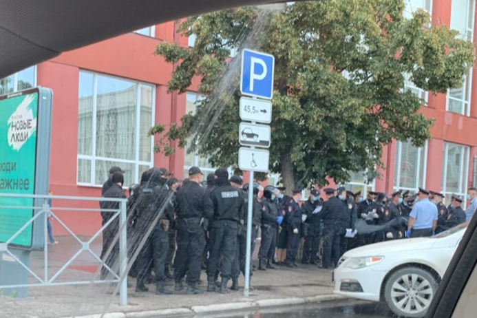 In the centre of Novosibirsk has noticed a crowd of Riot police — tell them what's going on