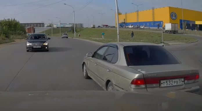 Road wars. Quarrel of two drivers for the right to pass the intersection first came to video — how it ended