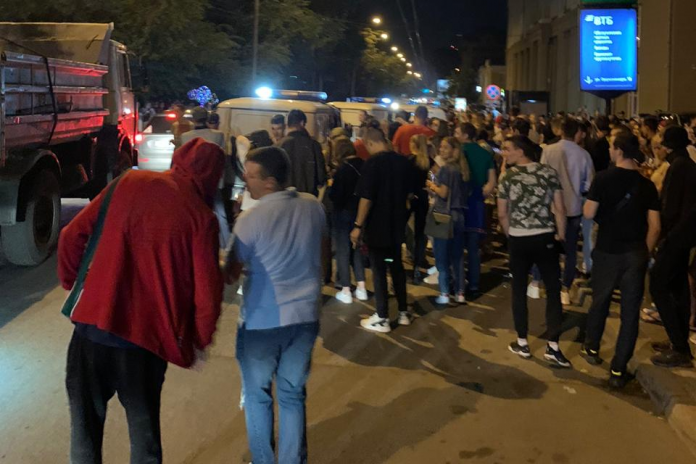 The police responded to claims that they silently watched the night with a party in the center of Novosibirsk