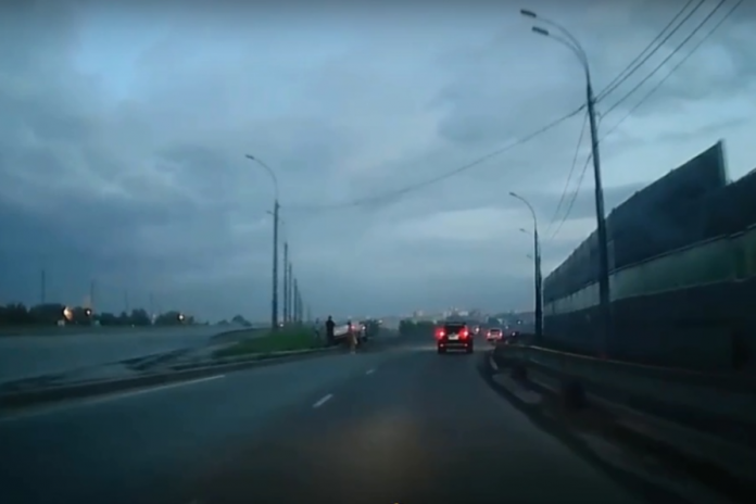 The taxi driver flew into the barrier on the exit Bugrinskij bridge